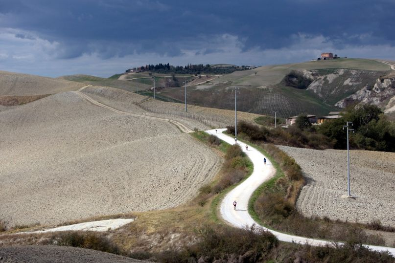 """L'Eroica"" cycle tourism on white roads"