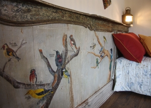 Particular decorations of hand-painted animals on the restored antique headboard