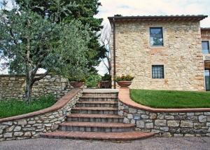Precious details and exterior views of exclusive villa in Chianti