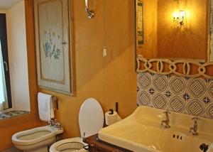 Lavandino bagno originale, pezzo unico di antiquariato